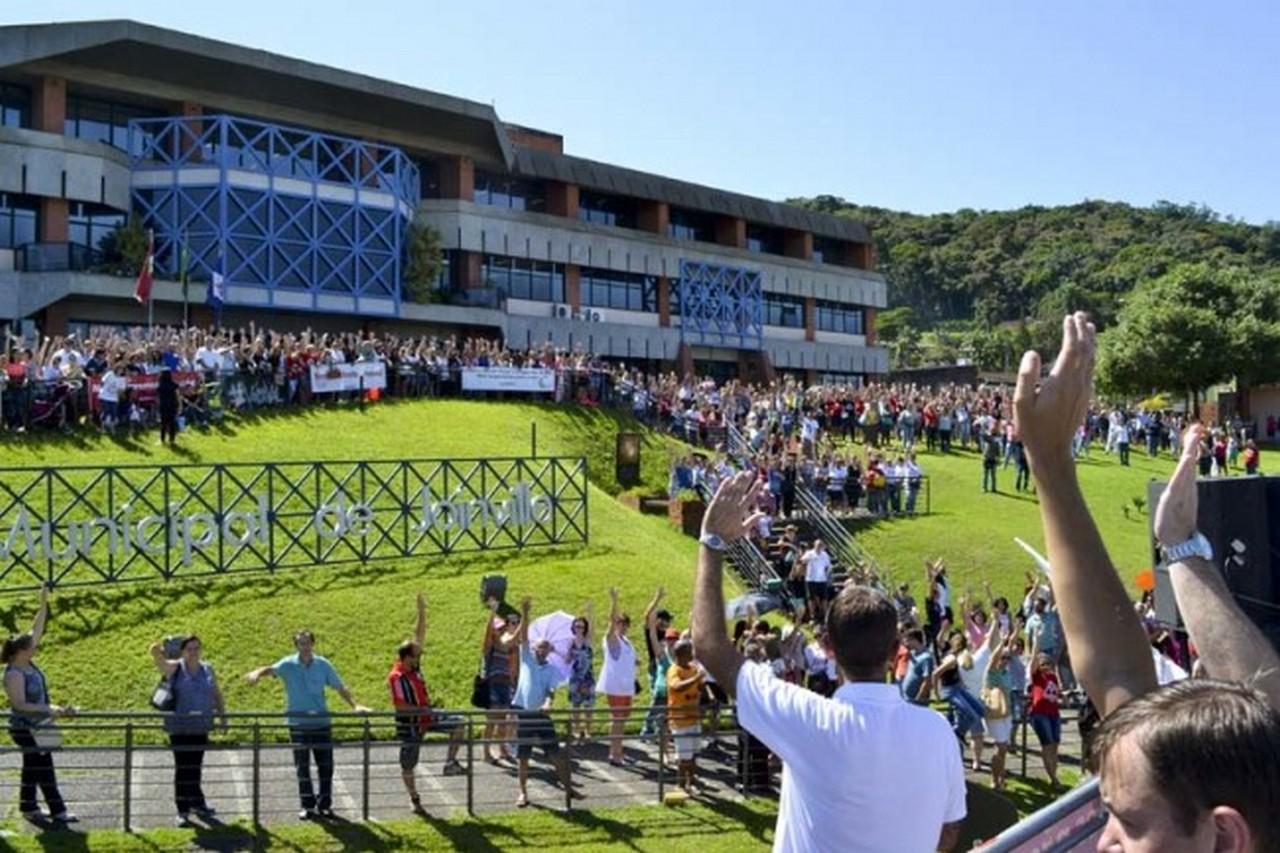 Servidores de Joinville decidiram manter o estado de greve I Foto: Aline Seitenfus