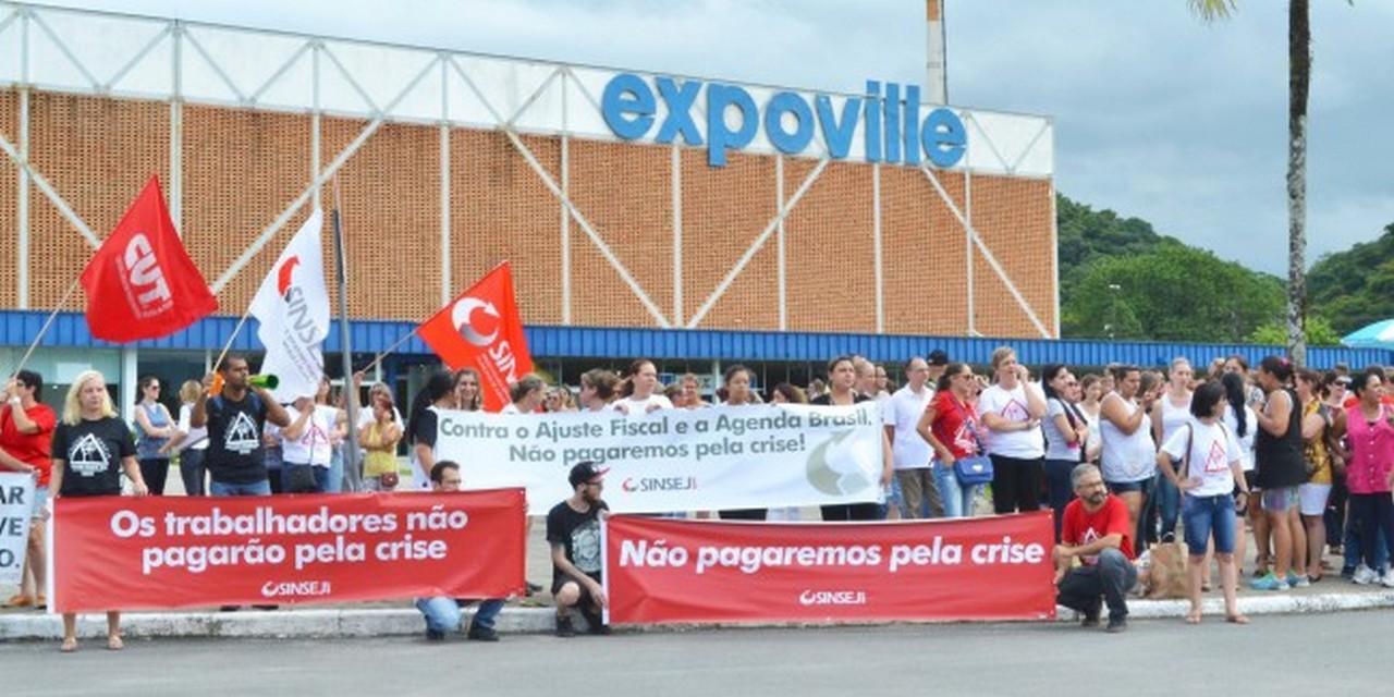 Servidores de Joinville estiveram presentes no ato que reuniu trabalhadores de diversas cidades catarinenses I Foto: Aline Seitenfus