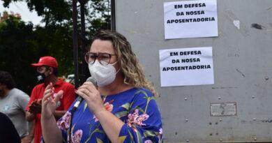 Servidores de Joinville em greve lutam pelo direito à aposentadoria