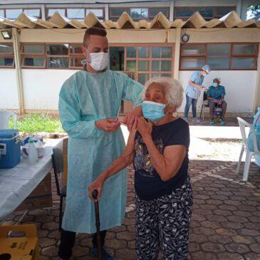 Pesquisa feita em Israel revela que 3ª dose da vacina tem alta taxa de proteção