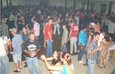 Trabalhadores encerram o ano com baile