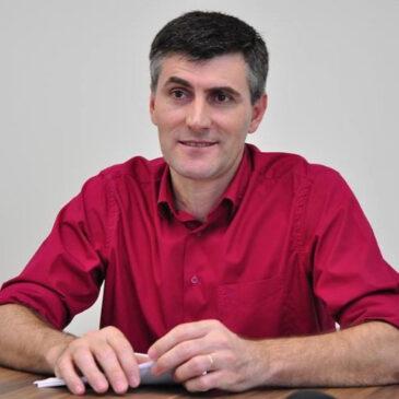 """""""Nós queremos uma  vida segura que passa por controlar e debelar a pandemia."""" Confira o artigo do Presidente da Federação dos Trabalhadores Municipais de Santa Catarina, Lizeu Mazzioni."""
