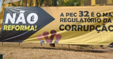 Fruto de muita mobilização, votação da PEC 32 é adiada