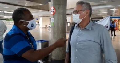 Senador Renan Calheiros se manifesta contra PEC 32/2020 durante ato no Aeroporto de Brasília